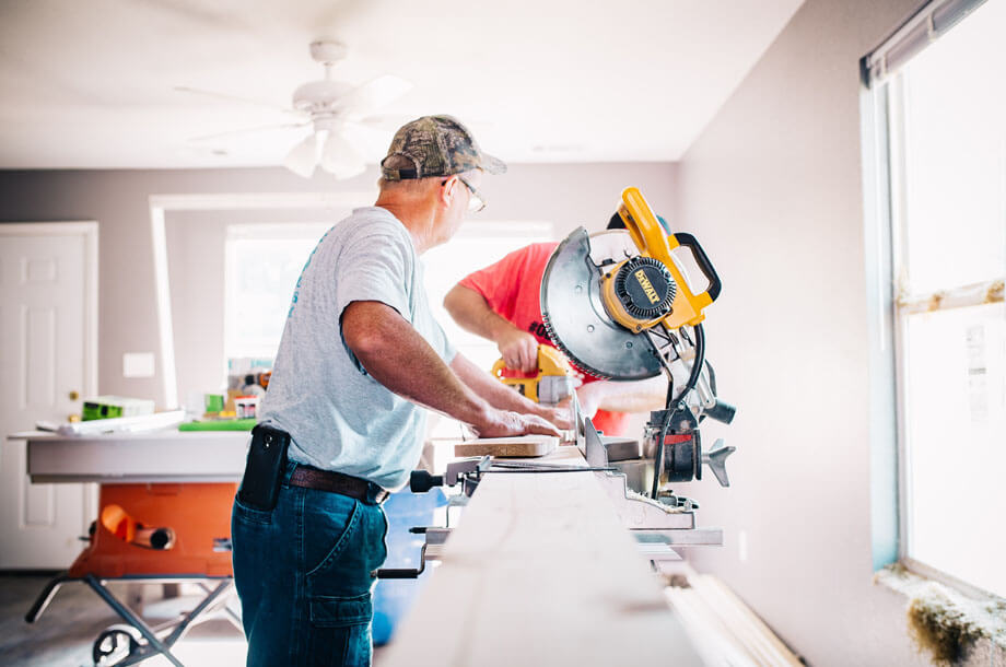 Contractors working with miter saw photo | Allenbrook Liability Insurance
