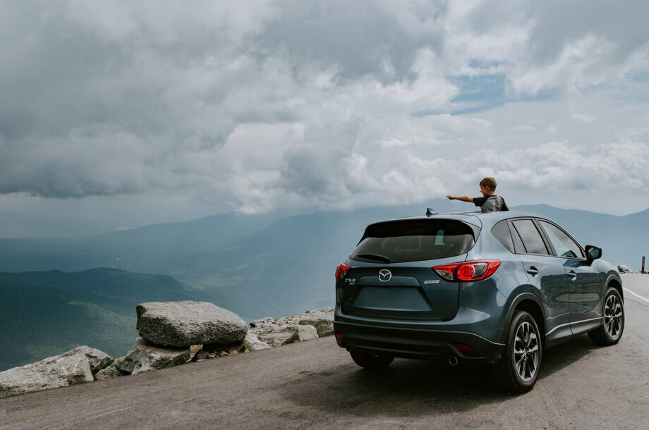 suv-parked-by-mountain-overlook-920x610
